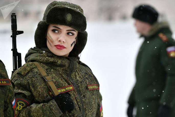 Ông Putin đầy nam tính giữa đoàn kỵ binh nữ - Ảnh 11.