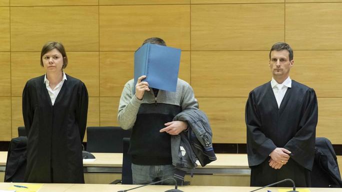 Đầu độc bánh mì của đồng nghiệp, lãnh án tù chung thân - Ảnh 1.