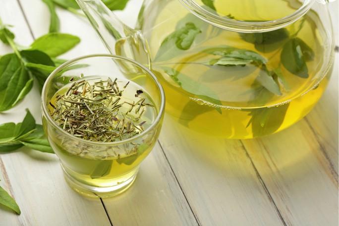 Đẩy lùi bệnh không thuốc chữa nhờ uống trà xanh, ăn cà rốt - Ảnh 1.