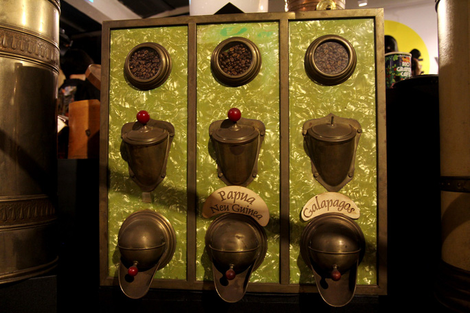 Chiêm ngưỡng 10.000 hiện vật tái hiện lịch sử cà phê - Ảnh 8.