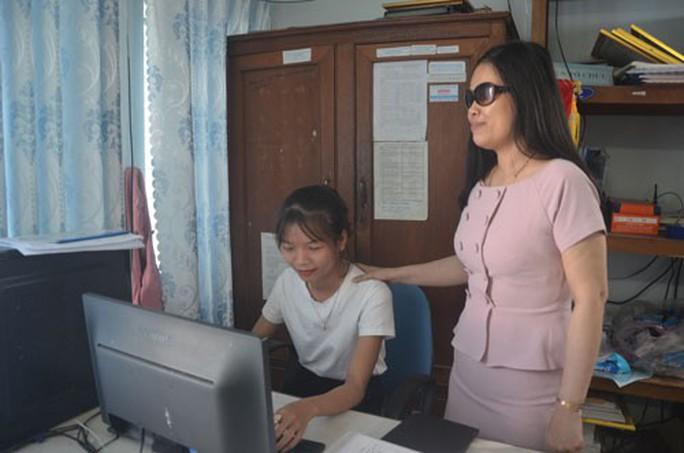 Những phụ nữ vì cộng đồng: Nữ phó chủ tịch hội khiếm thị đa tài - Ảnh 1.