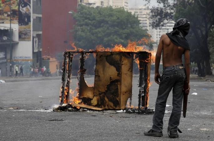 Venezuela: Người dân phóng hỏa gần dinh tổng thống vì mất điện - Ảnh 2.