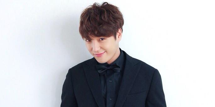 Cựu trưởng nhóm nhạc Hàn Quốc bị buộc tội quay lén clip sex - Ảnh 1.