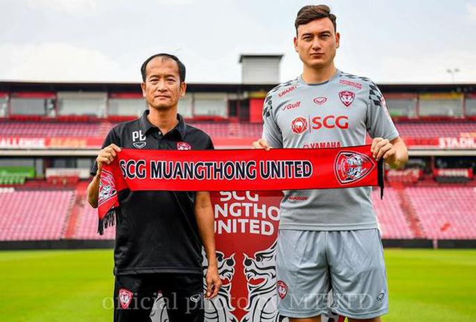 HLV trưởng từ chức, đội bóng của Đặng Văn Lâm rối nhân sự - Ảnh 2.