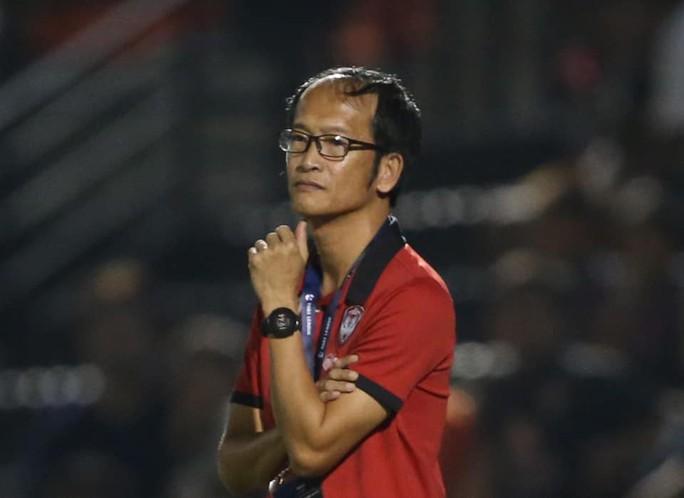 HLV trưởng từ chức, đội bóng của Đặng Văn Lâm rối nhân sự - Ảnh 1.