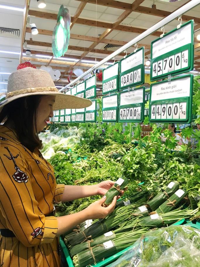 Thêm nhiều siêu thị dùng lá chuối gói thực phẩm - Ảnh 1.