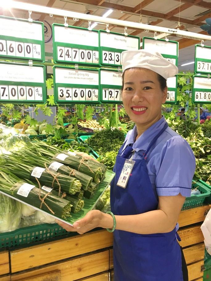 Thêm nhiều siêu thị dùng lá chuối gói thực phẩm - Ảnh 2.