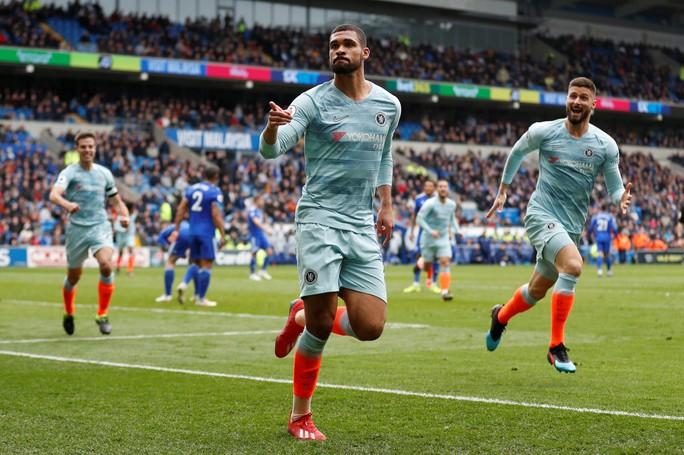 Chelsea được trọng tài 2 phen giải cứu, Cardiff ấm ức chờ rớt hạng - Ảnh 7.