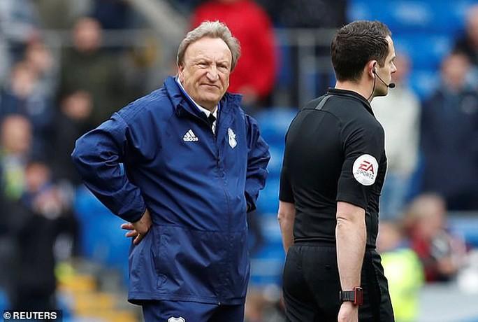 Chelsea được trọng tài 2 phen giải cứu, Cardiff ấm ức chờ rớt hạng - Ảnh 4.