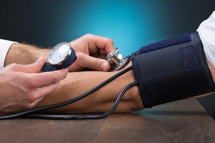 Nguy cơ huyết áp tăng 40% nếu bạn thường làm điều này - Ảnh 1.