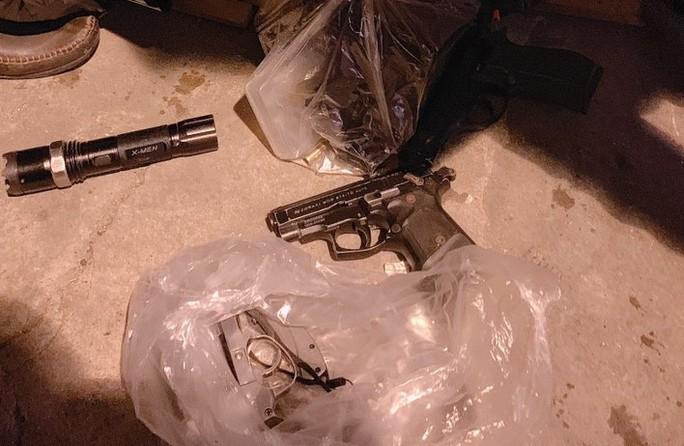 Nổ súng điên cuồng bắn trả công an khi bị kiểm tra nhà - Ảnh 5.