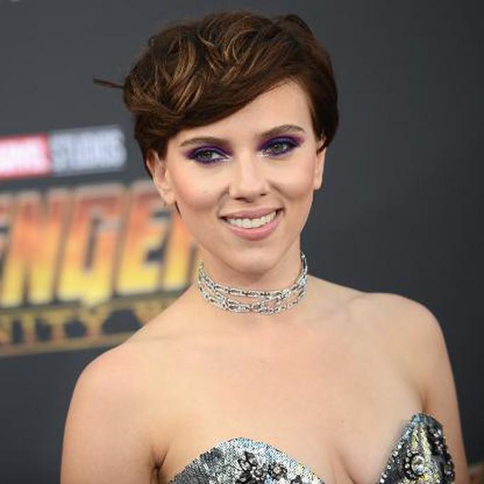 Bị cánh săn ảnh tấn công, Scarlett Johansson cầu cứu cảnh sát - Ảnh 1.