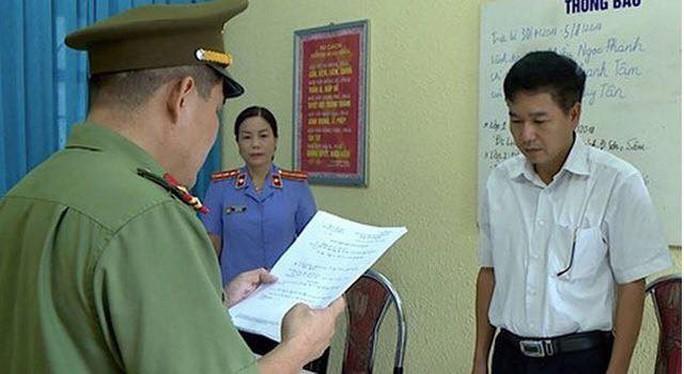 Cựu thiếu tá công an hỗ trợ sửa chữa nâng điểm thi THPT ở Sơn La bị khởi tố - Ảnh 1.