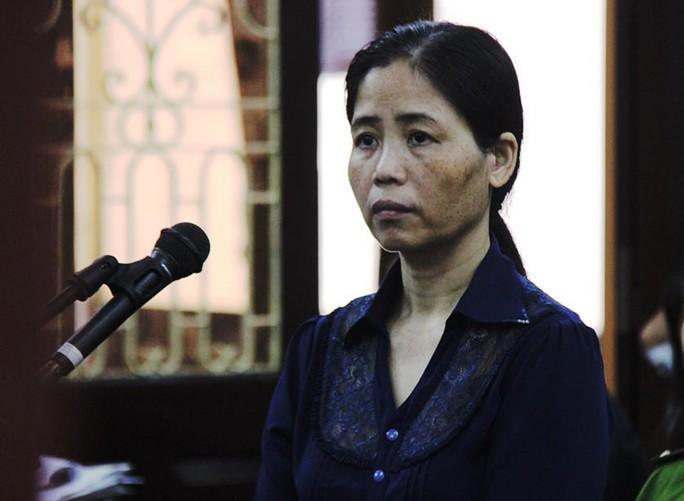 Nữ y sĩ để lây sùi mào gà cho hơn 100 trẻ em bị phạt 10 năm tù và 2,2 tỉ đồng - Ảnh 1.