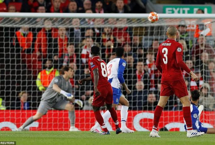 Salah thoát thẻ đỏ, Liverpool thắng dễ Porto ở Anfield - Ảnh 2.
