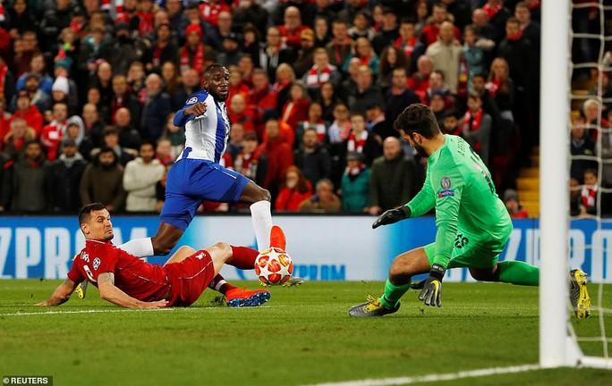 Salah thoát thẻ đỏ, Liverpool thắng dễ Porto ở Anfield - Ảnh 6.