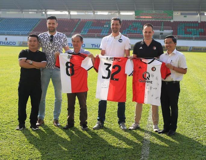 Bầu Đức bắt tay với Feyenoord, đưa học trò thầy Giôm sang Hà Lan chơi bóng - Ảnh 2.