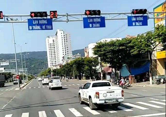 Vụ đoàn xe Trung Nguyên vượt đèn đỏ: Sẽ tước giấy phép lái xe 2 tháng - Ảnh 2.
