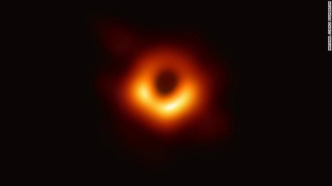 Tiết lộ bức ảnh đầu tiên về quái vật hố đen - Ảnh 2.