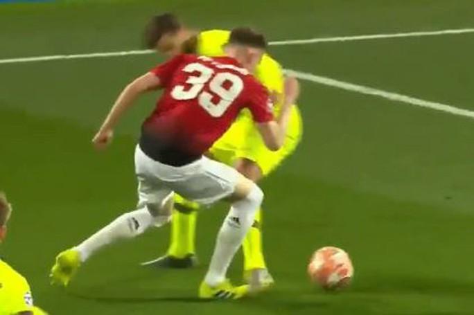 """Trọng tài Rocchi có thiên vị Barcelona, """"triệt"""" Man United? - Ảnh 4."""