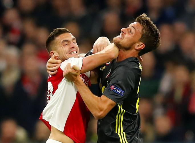 Man United gục ngã sân nhà, Juventus rơi chiến thắng ở Amsterdam - Ảnh 8.