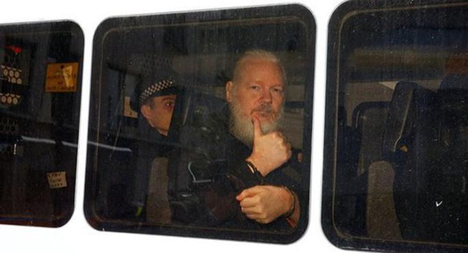 Định trốn sang Nhật Bản, trợ lý của ông chủ Wikileaks bị bắt - Ảnh 1.