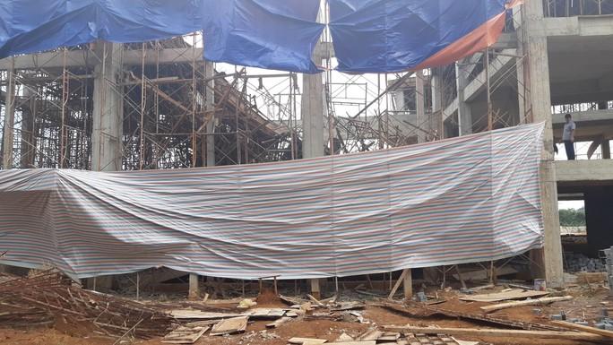 Sập công trình Trung tâm Dịch vụ việc làm tỉnh Đắk Lắk: 8 người bị thương - Ảnh 1.