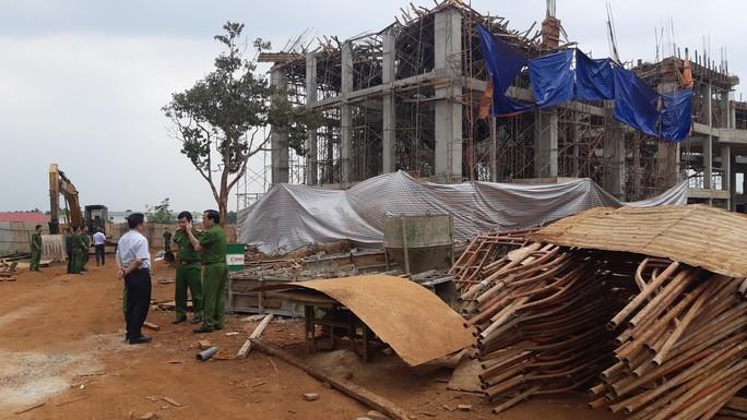 Sập công trình Trung tâm Dịch vụ việc làm tỉnh Đắk Lắk: 8 người bị thương - Ảnh 2.