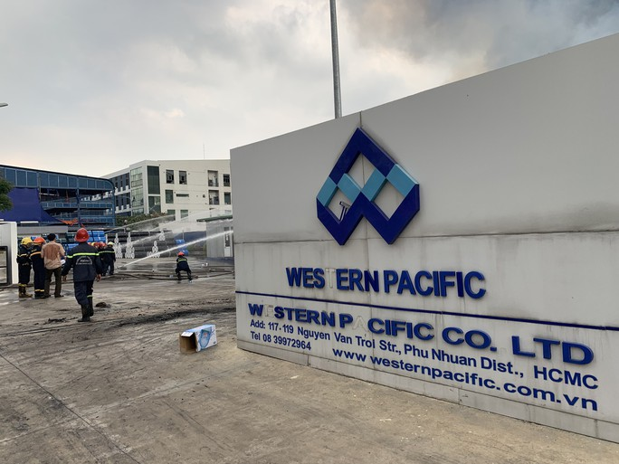 CLIP: Đang cháy dữ dội tại KCN Sóng Thần 2, giáp ranh TPHCM – Bình Dương - Ảnh 5.