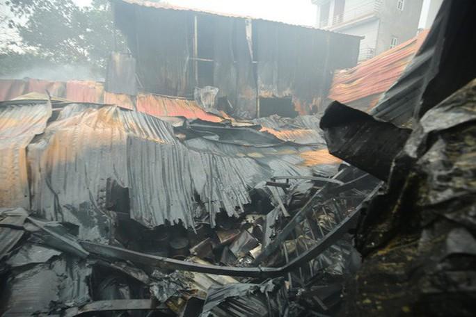 Cháy nhà xưởng kinh hoàng, 8 người tử vong và mất tích - Ảnh 1.