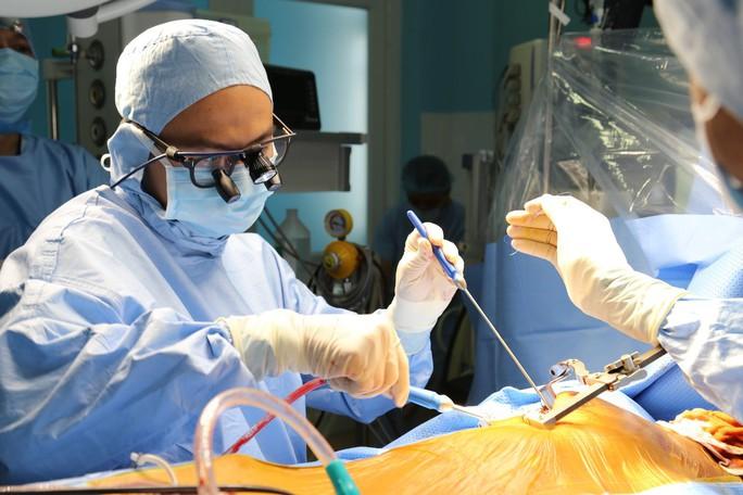 Mổ tim kỹ thuật mới ở bệnh viện tuyến huyện - Ảnh 1.