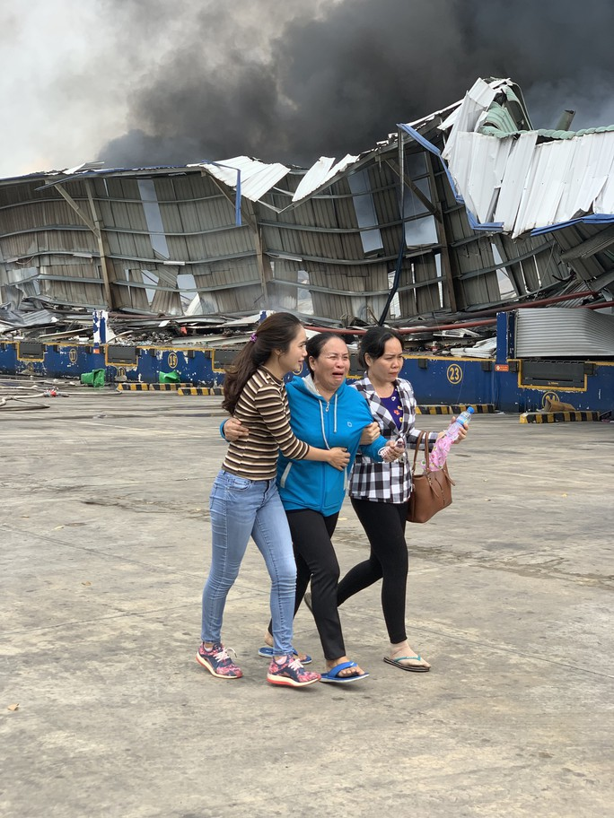 Cháy kho hàng khủng ở  KCN Sóng Thần: 4 doanh nghiệp thiệt hại nặng - Ảnh 2.