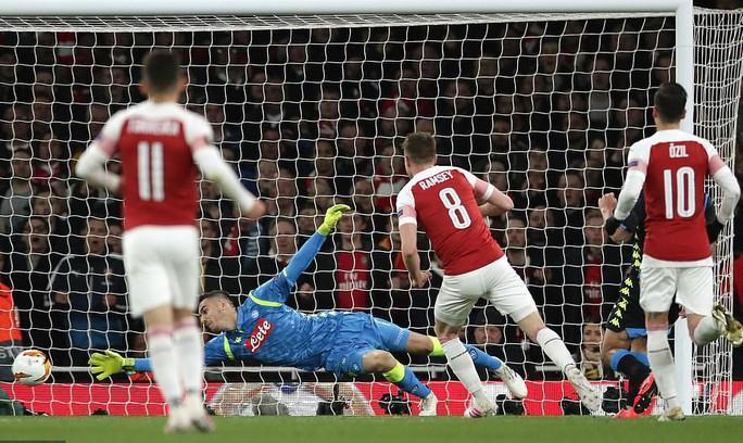 Tiền vệ ngựa chứng ghi bàn, Arsenal hạ gục Napoli tại Europa League - Ảnh 3.