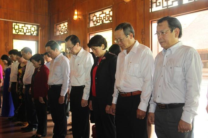 Lãnh đạo TP HCM dâng hoa, dâng hương tại Khu di tích Kim Liên - Ảnh 3.
