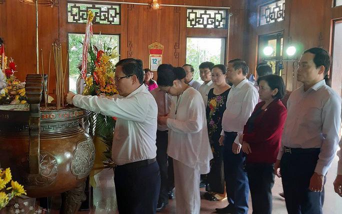 Lãnh đạo TP HCM dâng hoa, dâng hương tại Khu di tích Kim Liên - Ảnh 4.