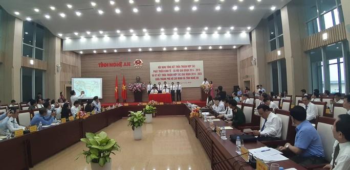 TP HCM và Nghệ An ký nhiều thỏa thuận hợp tác lớn - Ảnh 1.