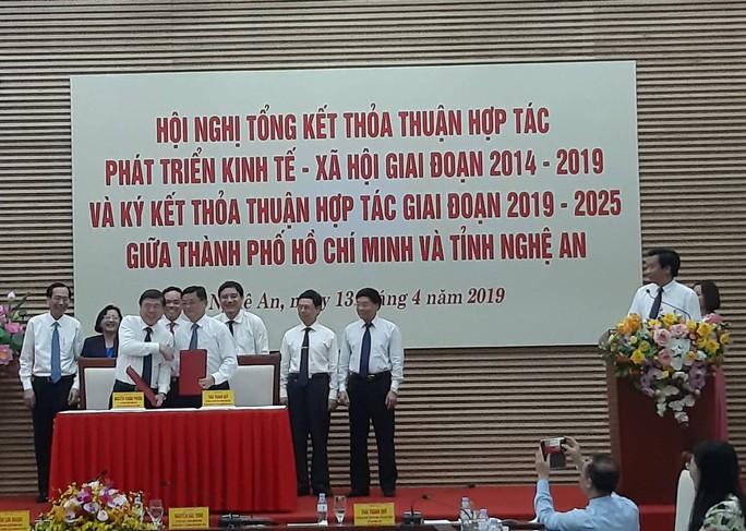 TP HCM và Nghệ An ký nhiều thỏa thuận hợp tác lớn - Ảnh 3.