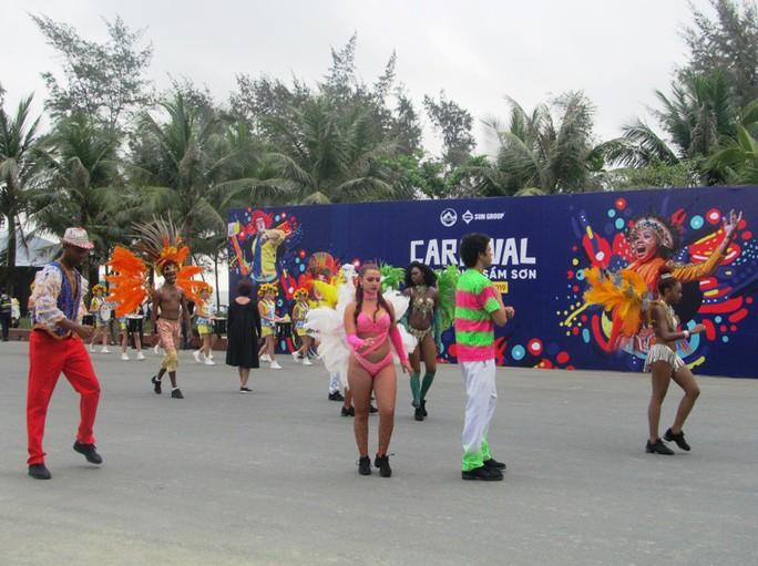 Mãn nhãn lễ hội Carnival đường phố lần đầu tiên xuất hiện tại Sầm Sơn - Ảnh 4.