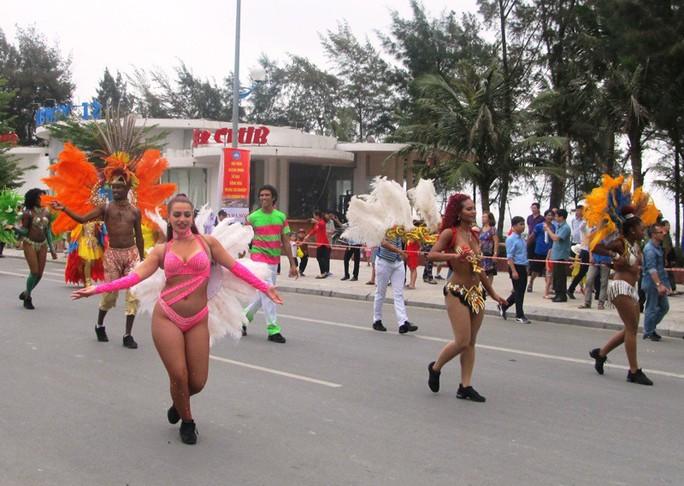 Mãn nhãn lễ hội Carnival đường phố lần đầu tiên xuất hiện tại Sầm Sơn - Ảnh 3.