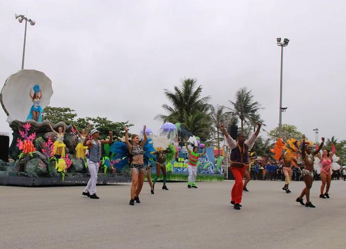 Mãn nhãn lễ hội Carnival đường phố lần đầu tiên xuất hiện tại Sầm Sơn - Ảnh 2.
