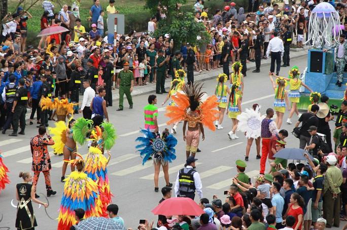 Mãn nhãn lễ hội Carnival đường phố lần đầu tiên xuất hiện tại Sầm Sơn - Ảnh 1.