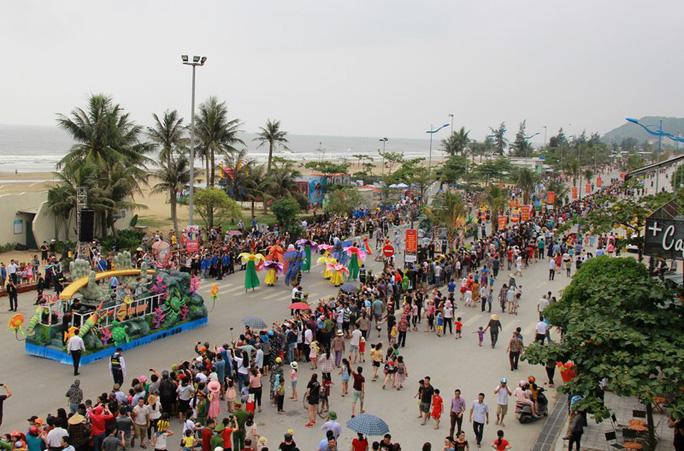 Mãn nhãn lễ hội Carnival đường phố lần đầu tiên xuất hiện tại Sầm Sơn - Ảnh 16.