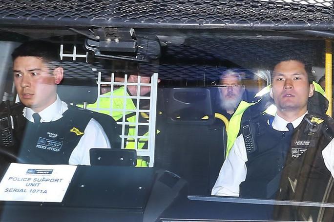 Ông chủ WikiLeaks bị đuổi khỏi Đại sứ quán Ecuador vì ở bẩn? - Ảnh 1.