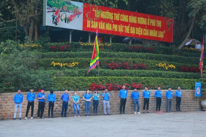 Chủ tịch Quốc hội Nguyễn Thị Kim Ngân dâng hương các Vua Hùng - Ảnh 14.