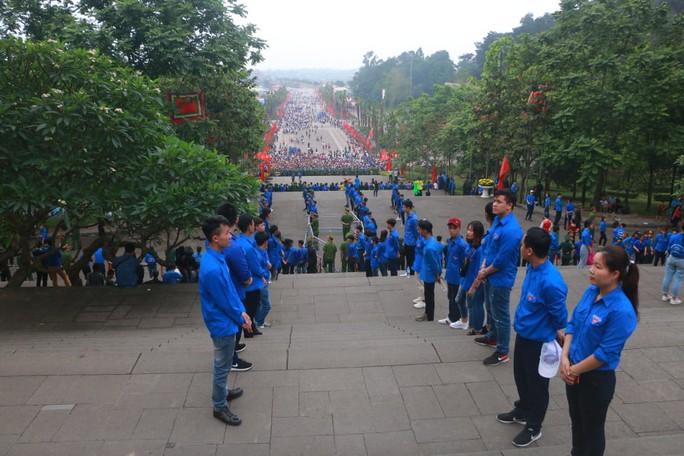 Chủ tịch Quốc hội Nguyễn Thị Kim Ngân dâng hương các Vua Hùng - Ảnh 15.