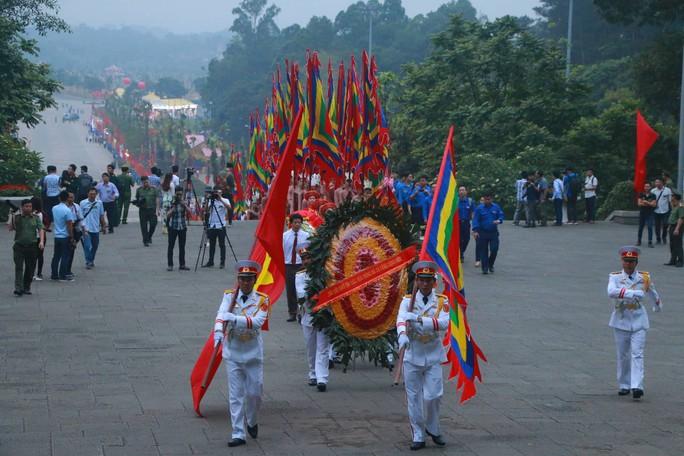 Chủ tịch Quốc hội Nguyễn Thị Kim Ngân dâng hương các Vua Hùng - Ảnh 3.