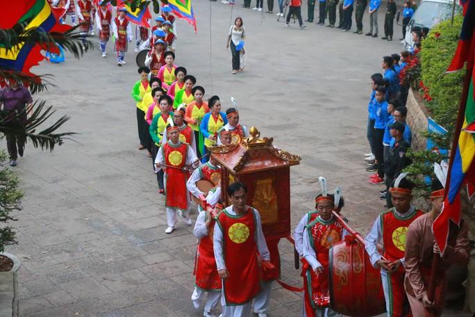 Chủ tịch Quốc hội Nguyễn Thị Kim Ngân dâng hương các Vua Hùng - Ảnh 5.