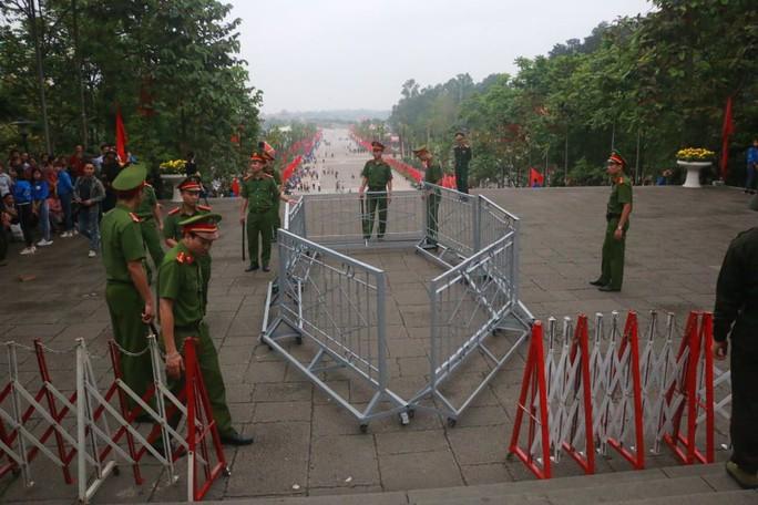 Chủ tịch Quốc hội Nguyễn Thị Kim Ngân dâng hương các Vua Hùng - Ảnh 19.
