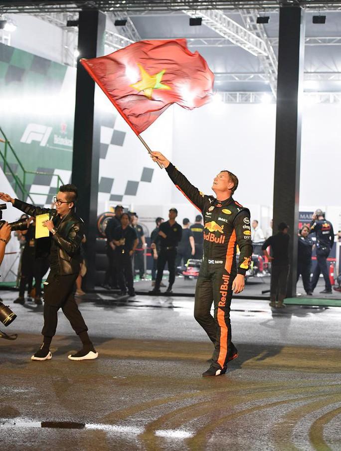 Huyền thoại David Coulthard và đội đua F1  mang gì đến trình diễn tại Việt Nam? - Ảnh 2.