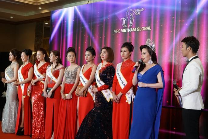 Vì sao hoa hậu Việt phải tổ chức ở nước ngoài? - Ảnh 1.